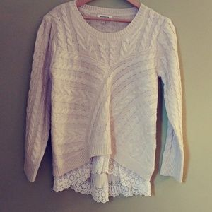 MONTEAU CABLE KNIT SWEATER WITH LACE LINED BOTTOM